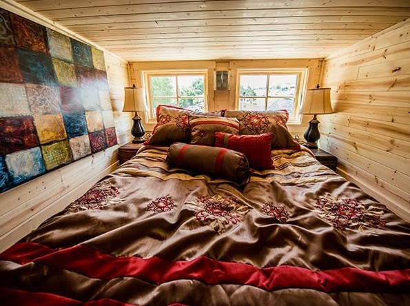 Atticus Tiny House at Mt Hood Village 003