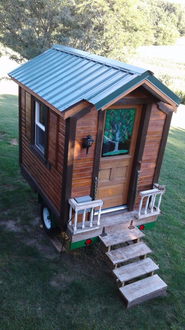 Mikes DIY HandBuilt Micro House in Iowa