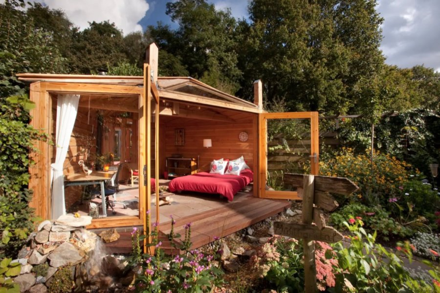 Backyard Garden Cabin in the Netherlands via Bea-Frans-Airbnb 004