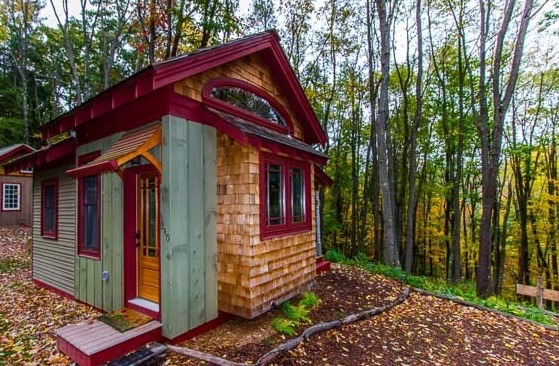 Bella Donna Tiny Cabin by Hobbitat Spaces 01