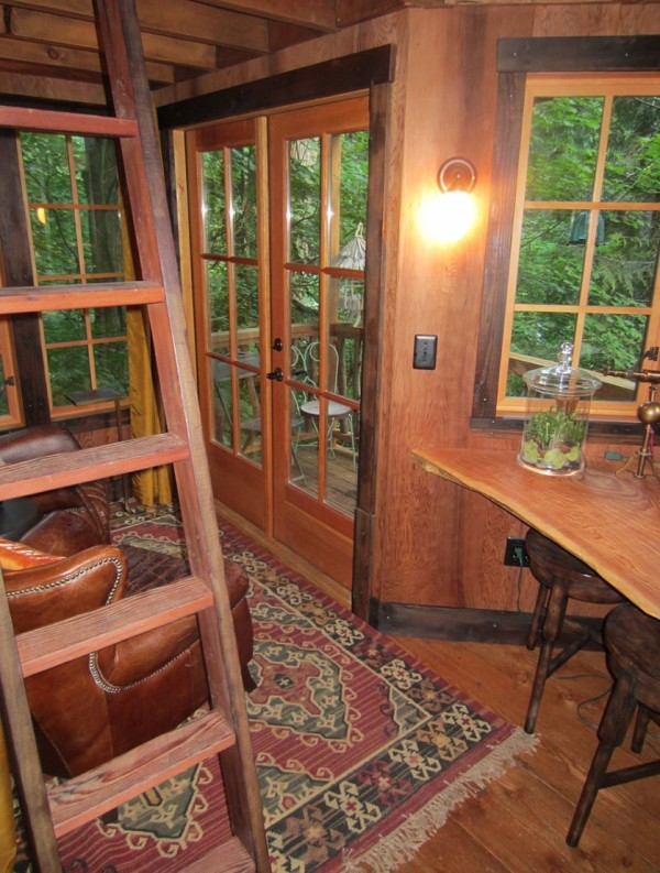 Burl Treehouse at TreeHouse Point 003