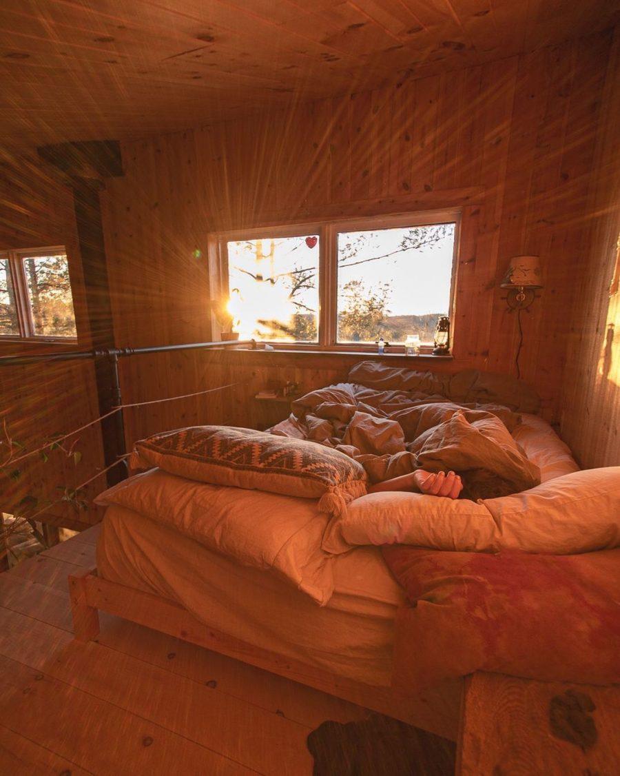 Canadian Castaway Cabin via canadiancastaway-Instagram 003