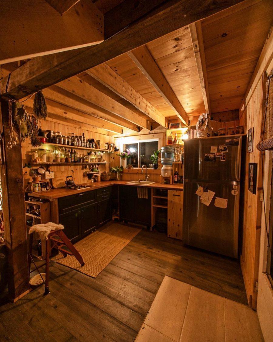 Canadian Castaway Cabin via canadiancastaway-Instagram 004