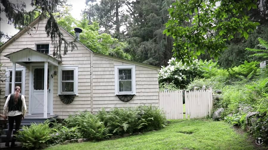 Charming Couple's Cottagecore Life in Sleepy Hollow 3