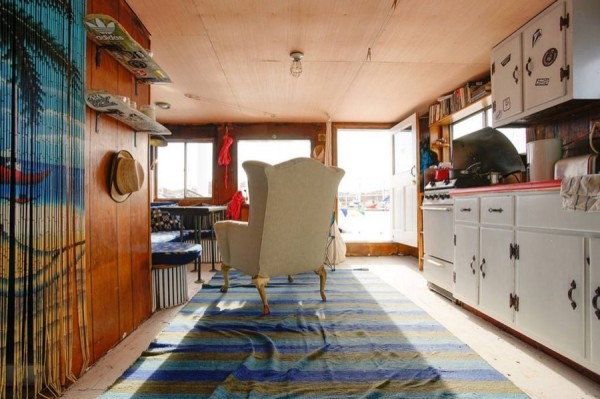 Cozy Little Houseboat Vacation in Queens, New York
