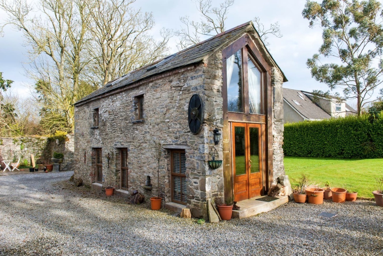 Crows 39 hermitage tiny stone cottage in dublin for Weekend cottage plans