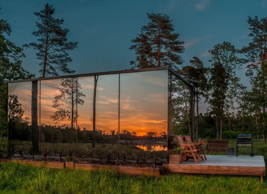 Estonia Tiny House Looks Like Mirrored Box 001