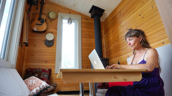 Woman Spends 3 Years Living in a Modern, Off Grid Tiny House - VIDEO
