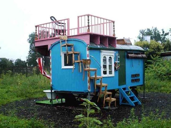 Funky and Creative DIY Gypsy Wagon Cabin