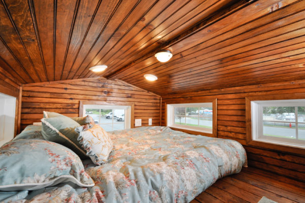harry-connick-jr-stays-in-the-pioneer-tiny-house-12