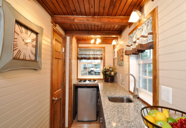 harry-connick-jr-stays-in-the-pioneer-tiny-house-6