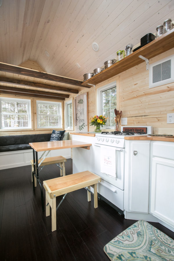 Hogan Tiny House Family 0015