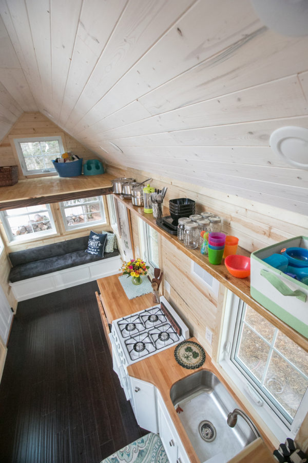 Hogan Tiny House Family 0024