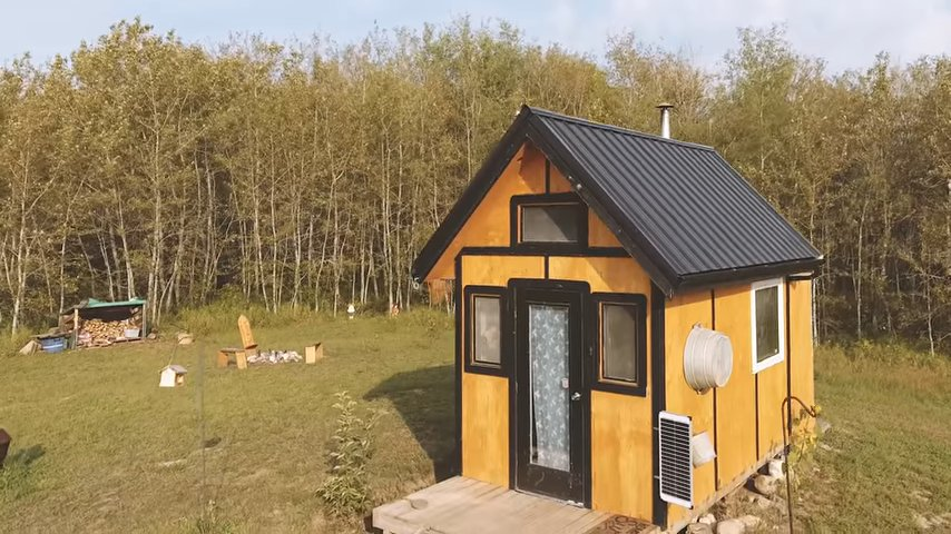 Man Builds 96 Sq. Ft. Cabin for 3K in 12 Days 13