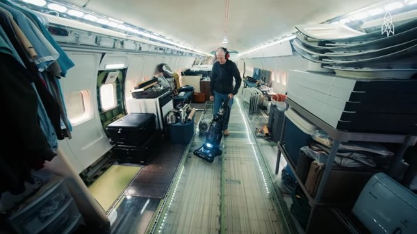 Man Living in a 727 Jet Airplane 04