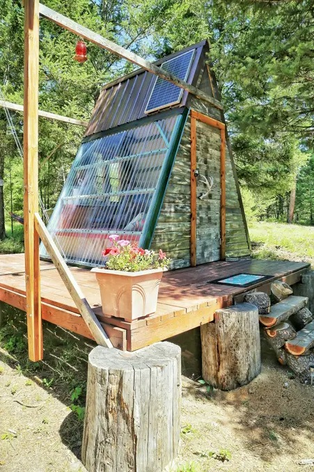 Micro A-frame Cabin Off-Grid Glamping Vacation in Montana 0010