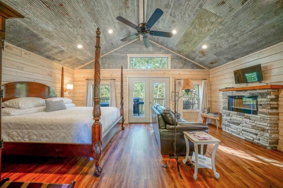 Mountain Air Log Cabin on Stilts in Hot Springs via Susan-Airbnb 001