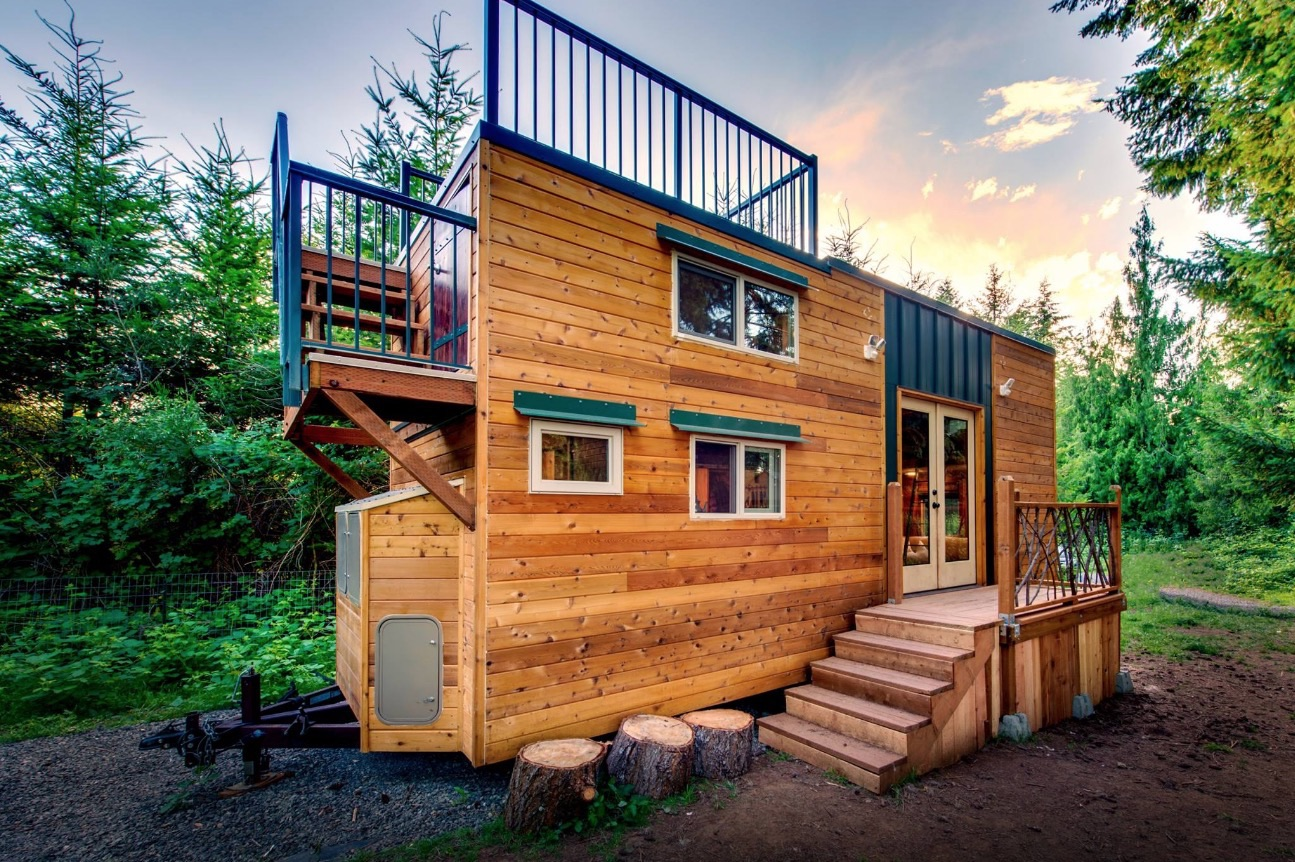 204 sq ft mountaineer tiny home with rooftop deck. Black Bedroom Furniture Sets. Home Design Ideas