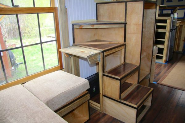 The Nautical House by Rogue Valley Tiny Home Construction