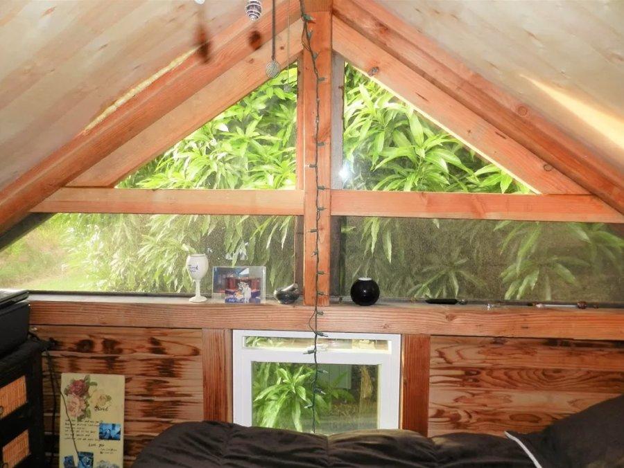 Off-Grid Tiny House w Solar in Hawaii via Trulia 009