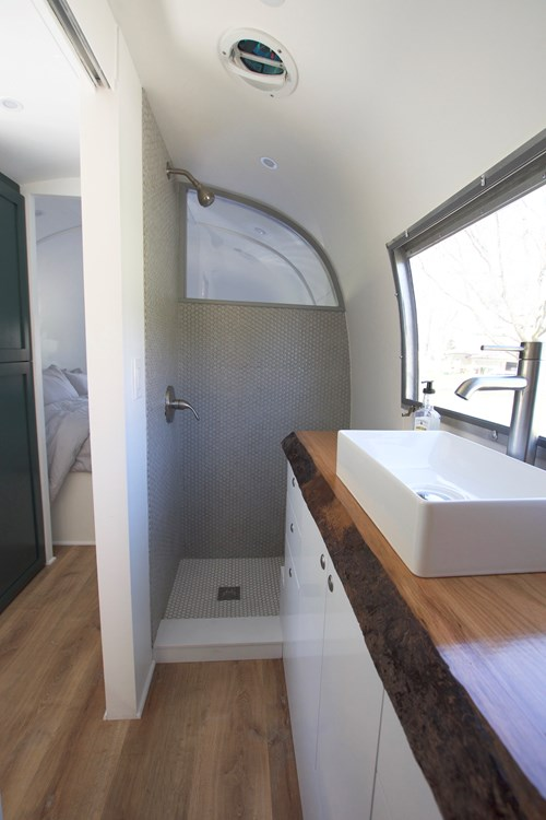 Renovated 1968 30ft Airstream Sovereign For Sale in San Francisco_008