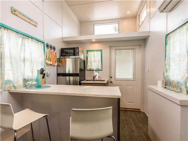 "Sand Dollar: ""Not-So-Tiny"" House In Florida -- 5 Mins. To The Beach"