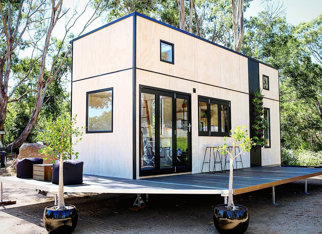 208 sq ft contemporary tiny home on wheels by sowelo tiny houses in australia. Black Bedroom Furniture Sets. Home Design Ideas