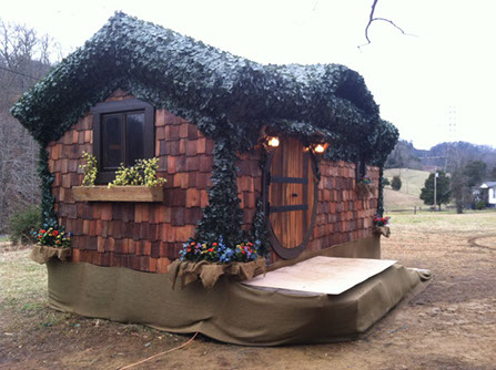 the-hobbit-a-shire-worthy-incredible-tiny-home-00