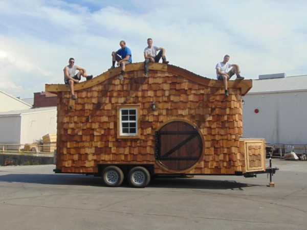 the-hobbit-house-on-wheels-001