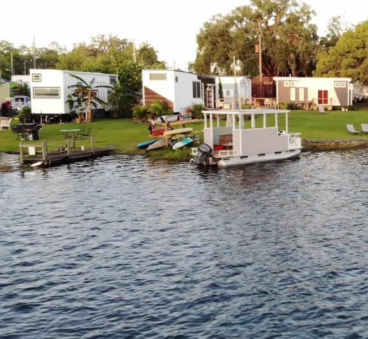 The Robin Lakeside Tiny House Vacation in Orlando Florida 0019