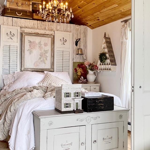 Their 850 Sq. Ft. Vintage Cottage on Lake Ontario 2