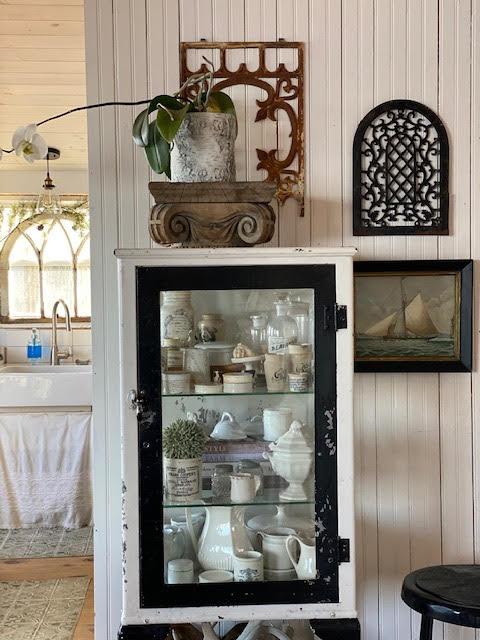 Their 850 Sq. Ft. Vintage Cottage on Lake Ontario 4