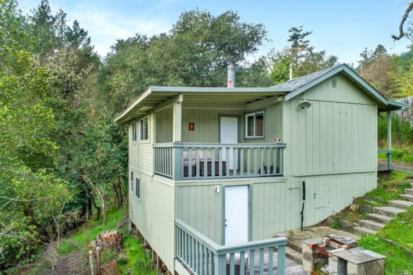Tiny Cottage with View in Cazadero