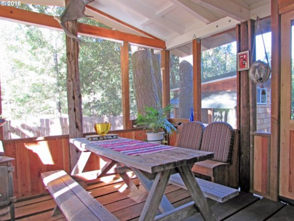 tiny-forest-cabin-in-oregon-0010