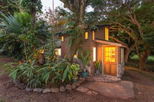 Tiny Gingerbread Cottage in Maui 009