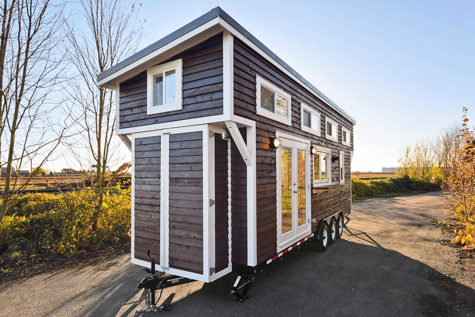 tiny house on wheels w big kitchen and double sink vanity. Black Bedroom Furniture Sets. Home Design Ideas