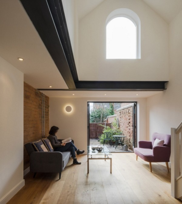 Tiny Townhouse in England by Intervention Architecture B001