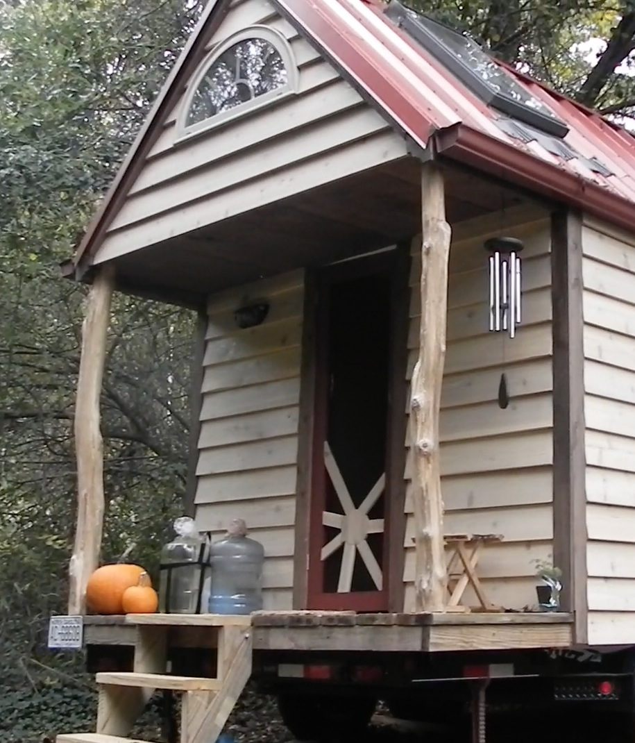 WOMAN-BUILDS-TINY-HOUSE-FOR-10K-IN-10-MONTHS-02