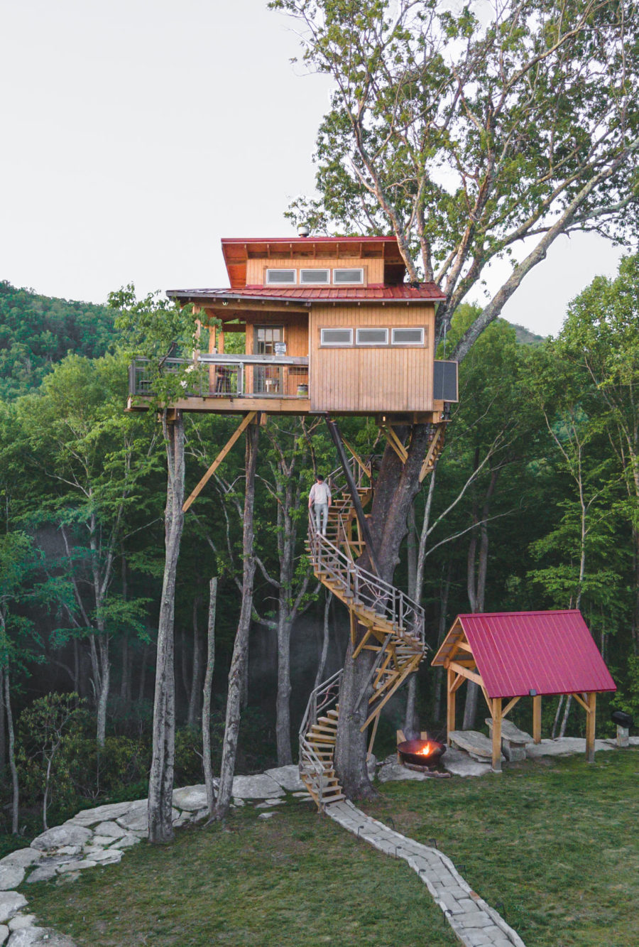 You Have to Climb 62 Steps to Get Into this Off-Grid Treehouse 8