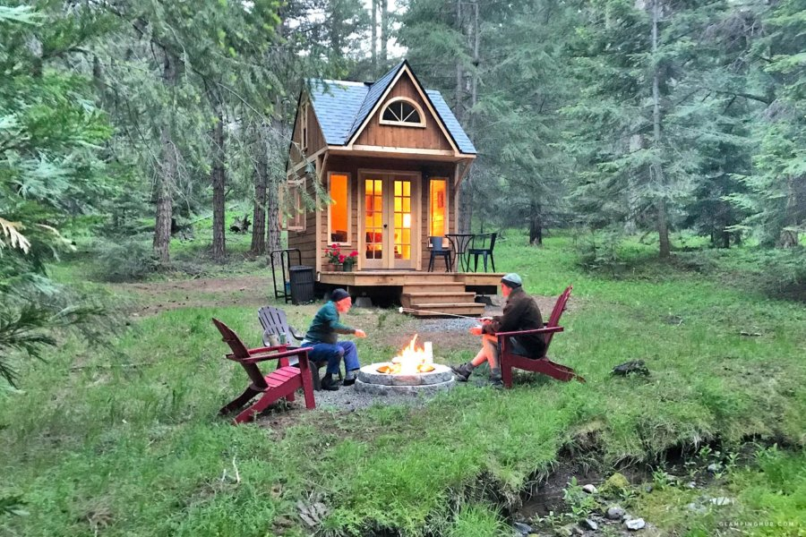 Private and Romantic Woodland Cabin Retreat in Oregon Forest