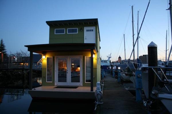 550 Sq. Ft. Floating Cottage/Houseboat