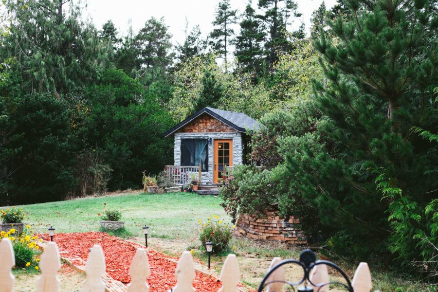 bandon-bandon-farm-stay-oregon-coast-cabin-forest-lodging