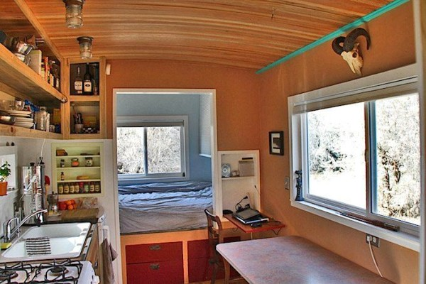 bens-shopdog-steely-cottage-off-grid-solar-tiny-house-0003
