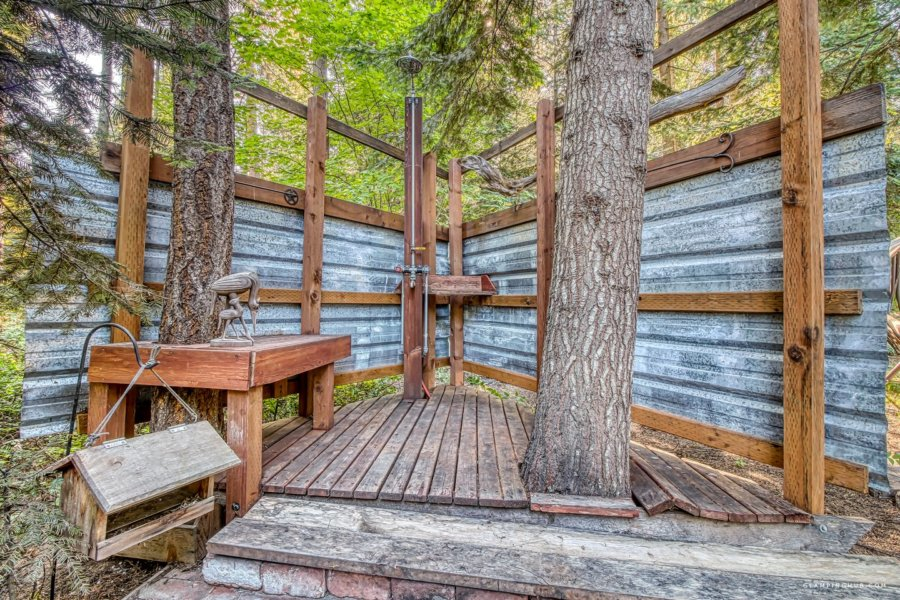 Cabin in the Trees with Two Decks & a Hot Tub, Washington