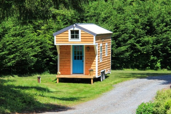 conrads-blue-door-tiny-house-0001