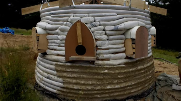 construction-earth-bag-tiny-house-017
