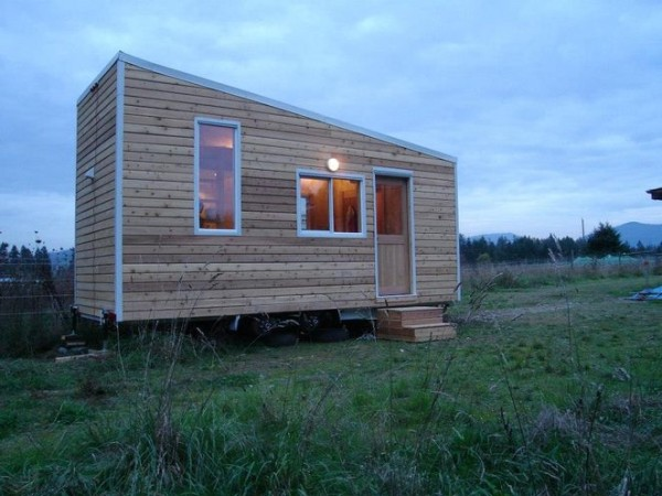 corinnes-chemical-free-tiny-house-001