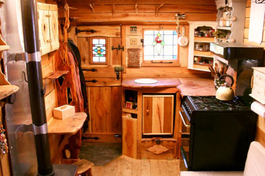 couple-turns-box-van-to-tiny-home-01