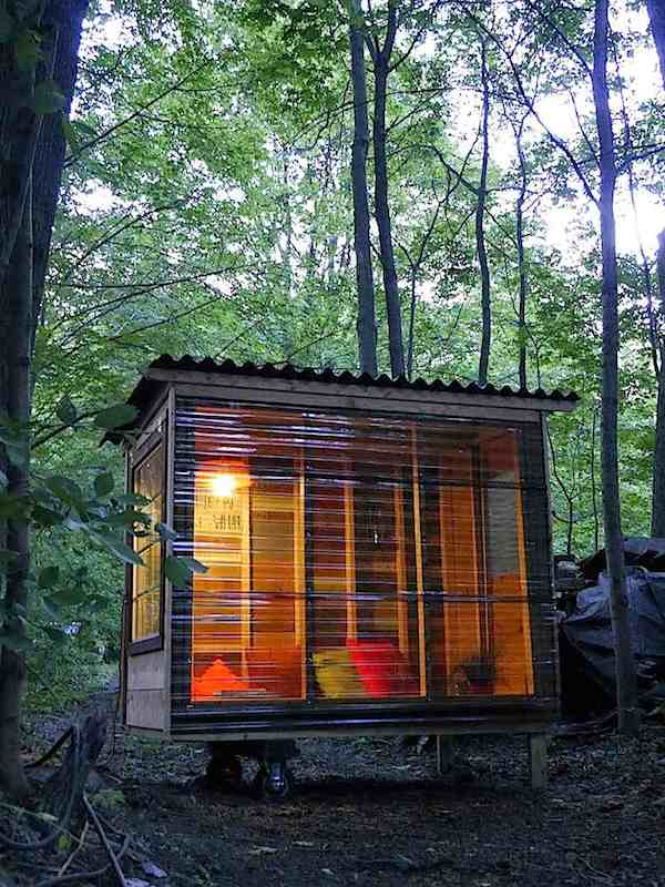 deek-builds-micro-cabin-study-pod-for-nyu-professor-001