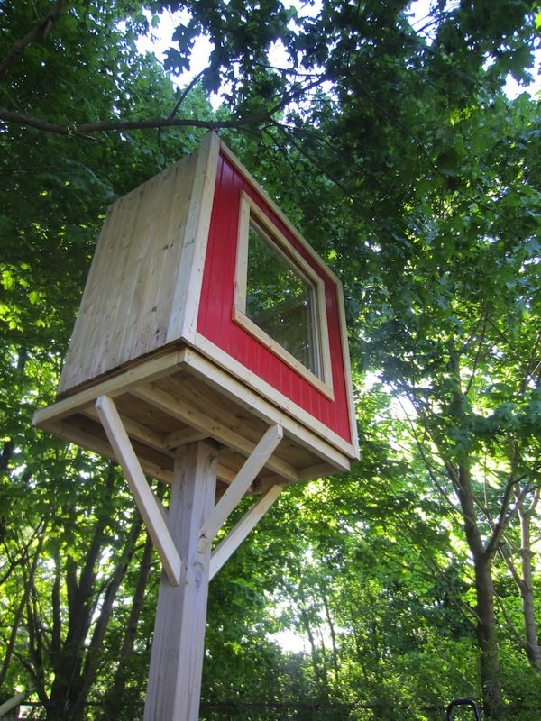 Deek's Lollipop Tree-less Micro Treehouse